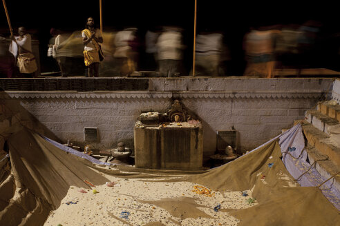 India, Uttar Pradesh, Varanasi, Maha Shivaratri, Procession at night, Ganges riverside - JBA000045