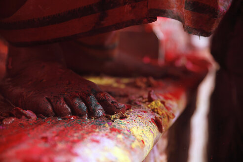 India, Uttar Pradesh, Vrindavan, Holi, spring festival, festival of colours, feet - JBA000013