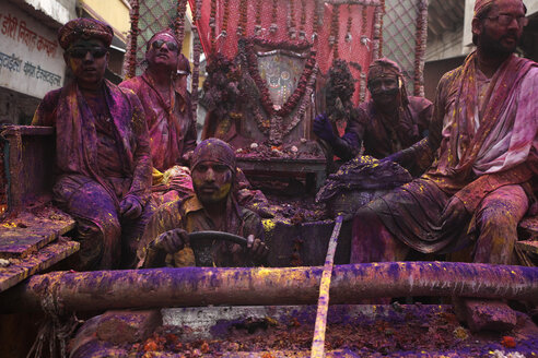 India, Uttar Pradesh, Mathura, people during parade, Holi, spring festival, festival of colours - JBA000019