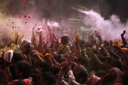 India, Uttar Pradesh, Vrindavan, people during Holi, spring festival, festival of colours - JBA000022