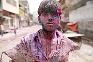 India, Uttar Pradesh, Vrindavan, portrait of a male teenager, Holi, spring festival, festival of colours, teenager with colour powder, portrait - JBA000036