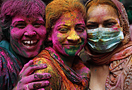 India, Uttar Pradesh, Vrindavan, three women during Holi, spring festival, festival of colours - JBA000027
