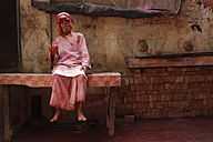 India, Uttar Pradesh, Vrindavan, senior during Holi, spring festival, festival of colours - JBA000042