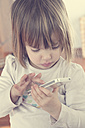 Little girl with smartphone - LV000522