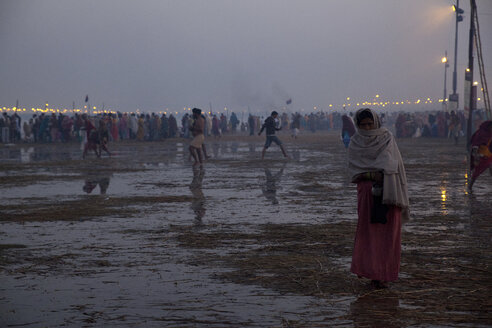 India, Uttar Pradesh, Allahabad, Kumbh Mela pilgrimage, People bathing at morning twilight - JBA000071