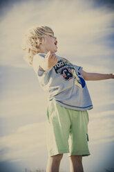 Blond boy screaming outdoors - MJF000836