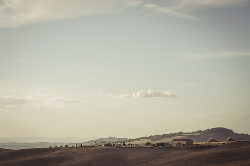 Italy, Tuscany, Val d'Orcia, Rolling landscape - MJF000825