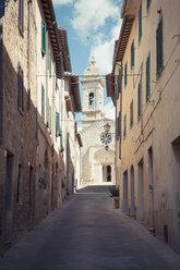 Italy, Tuscany, San Quirico d'Orcia - MJF000844