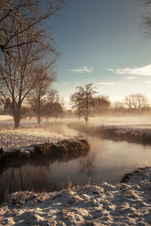 Germany, Bavaria, Landshut, winter landscape with morning sun - SAR000213