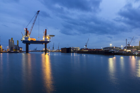 Germany, Bremerhaven, wind turbine, Installation ship in the evening - SJ000085