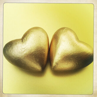 Two golden hearts, close up - JAWF000003