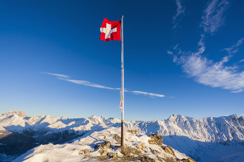 Switzerland, Graubuenden, Savognin, Mountaintop Piz Martegnas, swiss flag - WDF002264