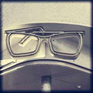 Germany, Baden-Wuerttemberg, Tuebingen, neon tube glasses, eyeglass shop - LVF000561