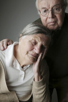 Portrait of senior couple, close-up - JATF000645