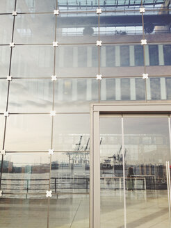 Reflection in the facade of the office building in Hamburg timber port in the Great Elbstrasse, Hamburg, Germany - SEF000502