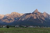 Austria, Tyrol,Ehrwald, View of Ehrwalder Sonnenspitze - SIEF005013