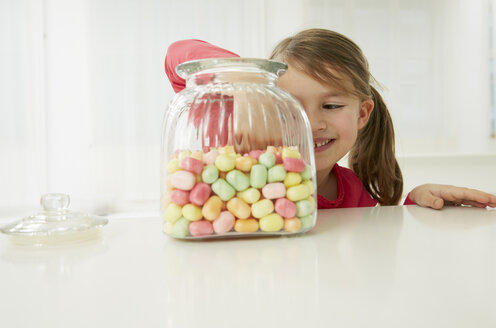 Germany, Munich, Girl with candy jar - FSF000163