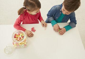 Germany, Munich, Boy and girl with candy jar - FSF000160