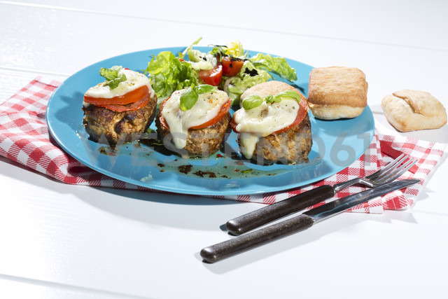 Meatballs with tomato and mozzarella on plate - MAEF007727