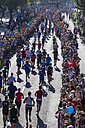 Germany, North Rhine-Westphalia, Cologne, marathon runner and spectators at Cologne Marathon - EG000004