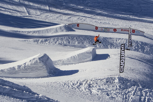 Jumping hills for snowboarder - EG000112