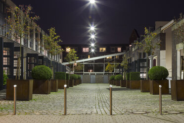 Germany, Hamburg, Modern town house neighborhood in a former engine shed - NKF000055