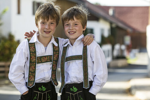 Germany, Murnau, Twin brothers wearing traditional costumes - EGF000093