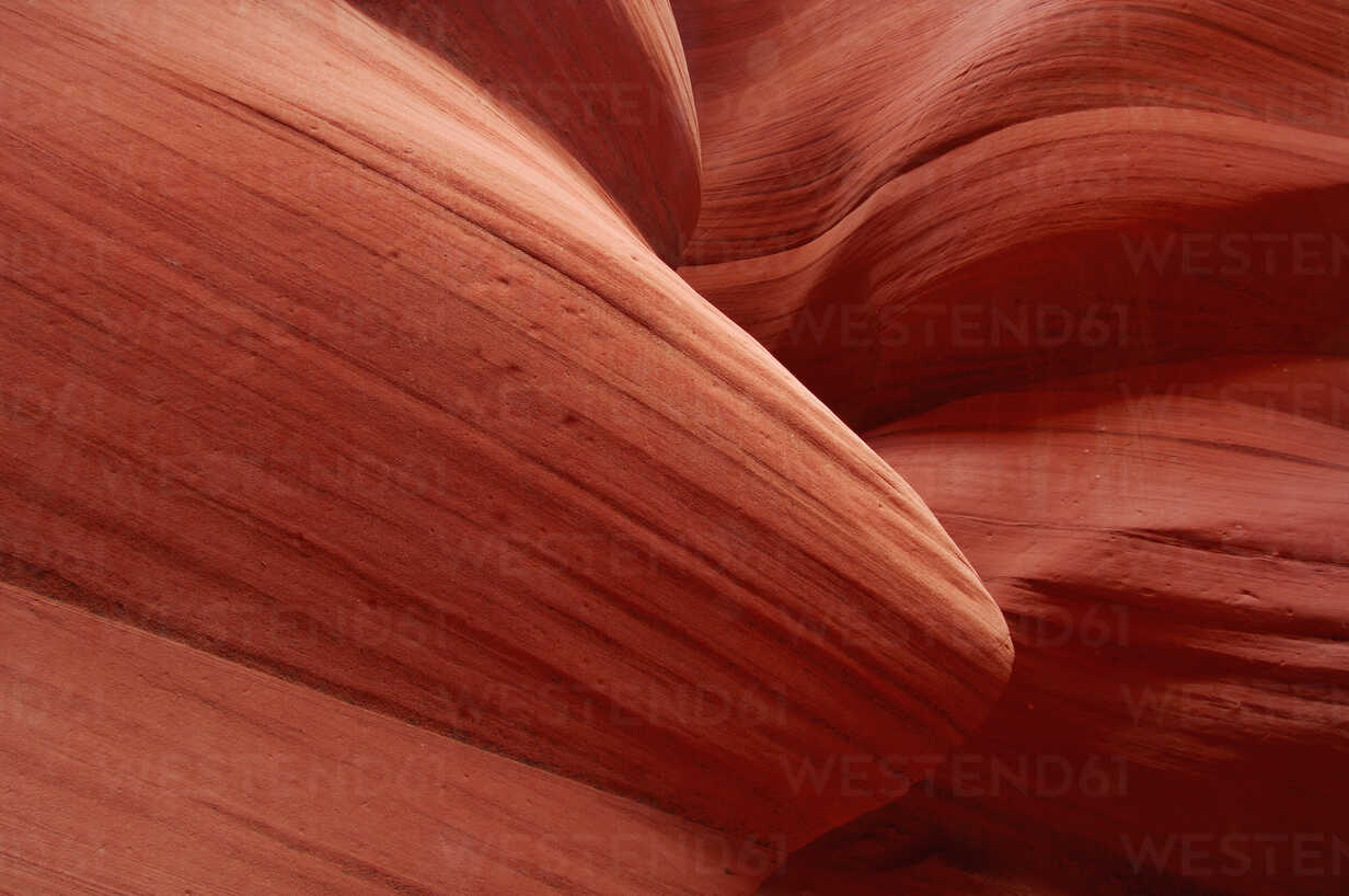 USA, Arizona, Page, Antelope Canyon, sandstone cliff walls in Lower Antelope Canyon - RUEF001173 - Martin Rügner/Westend61