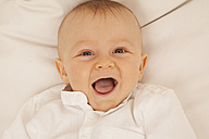 Portrait of laughing baby boy - RIMF000122