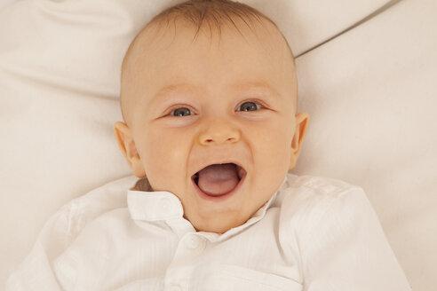 Portrait of laughing baby boy - RIMF000122