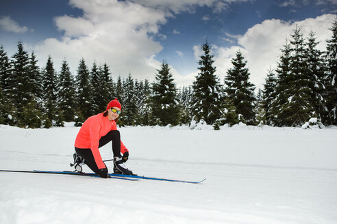 Germany, Thuringia, A woman cross-country skiing in the forest near Masserberg - VTF000088