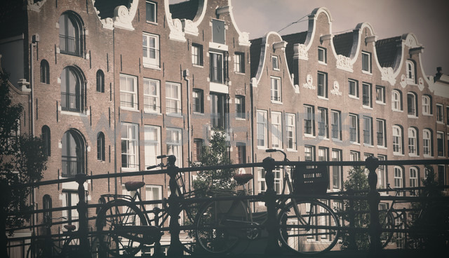 Netherlands, Amsterdam, row of houses at Oudezijds Voorburgwal - HOH000460