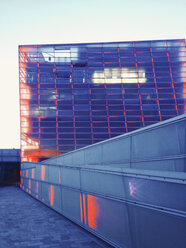 Ars Electronica Center on the banks of the Danube, Linz, Upper Austria, Austria - MS003336