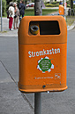 Germany, Berlin, Germany, Berlin, orange waste bin - LA000553