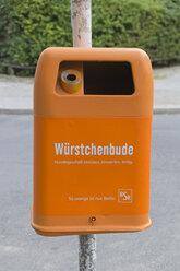 Germany, Berlin, orange waste bin - LA000554