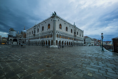 Italy, Venice, St Mark's Square with Doge's Palace - EJW000273
