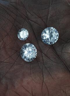 Palm with three diamonds, close-up - AK000328