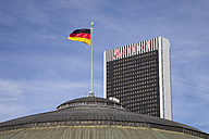 Germany, Hesse, Frankfurt, Marriott Hotel and German flag - WI000364