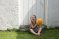 Portrait of smiling little girl with yellow helmet - CRF002574