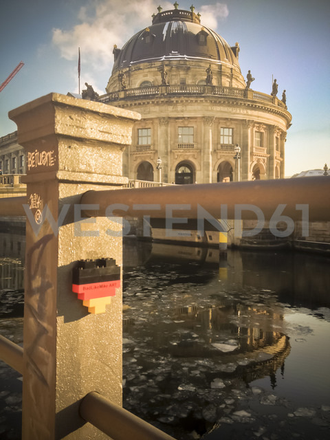 mini sculpture, ice and Bode Museum, Berlin, Germany - FBF000241