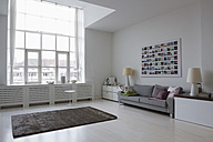 Empty modern living room - RBYF000329