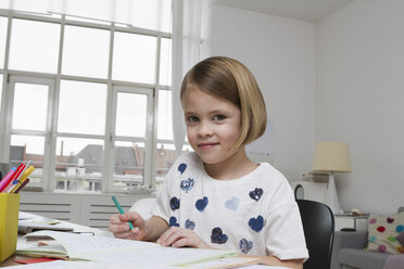 Portrait of girl at desk drawing - RBYF000396