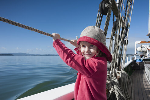 New Zealand, North Island, Northland, Bay of Islands, girl on sailing ship - JB000014