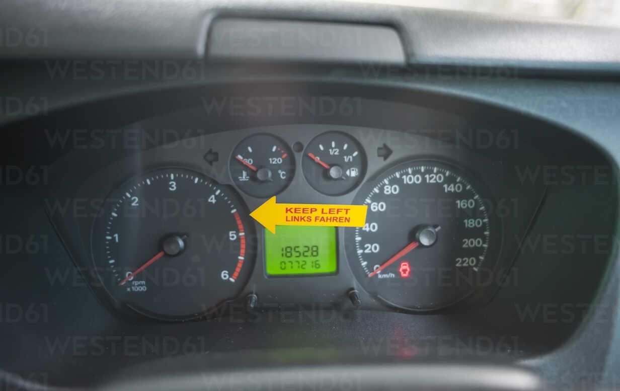 New Zealand, sticker on tachometer, reminder for left hand driving - JB000061 - Jan & Nadine Boerner/Westend61