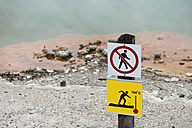 New Zealand, North Island, Bay of Plenty, Rotorua, Wai-O-Tapu, Champagne Pool, instruction plate - JB000065