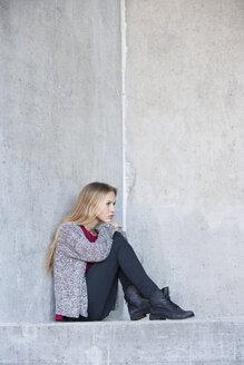 Portrait of unhappy teenage girl - WWF003220