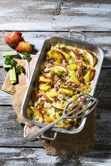 smoked pork chop casserole with potatoe, apple, leek and roasted walnut - MAEF007899
