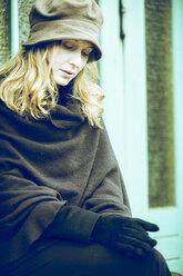 Portrait of sad woman waiting - NG000080