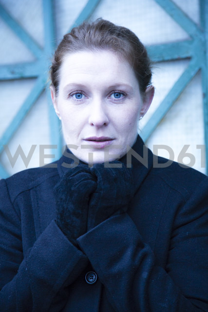 Portrait of woman keeping shut her collar - NG000104 - Nadine Ginzel/Westend61