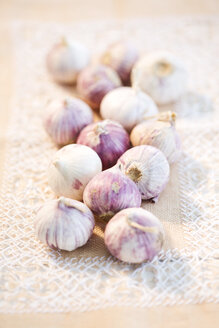 Garlic on place mat - MAEF007911